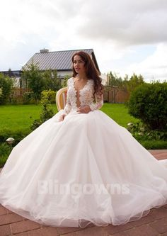77275eb4979 New Design 2017 Sexy Lace Wedding Dresses Deep-V Bridal Ball Gowns Fast  Shipping