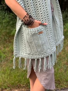 Crochet Shawls And Wraps, Crochet Poncho, Crochet Blanket Patterns, Crochet Scarves, Shawl Patterns, Crochet Yarn, Crochet Clothes, Free Crochet, Crochet Ideas