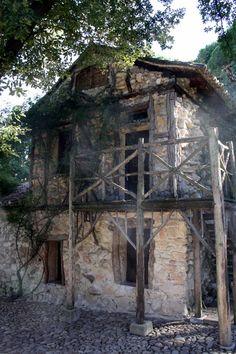 Casa de la Vieja is a beautiful spot in Madrid's most hidden park, Parque del Capricho.