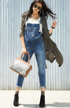 Overall good style.I love overalls Casual Fall Outfits, Cute Outfits, Denim Fashion, Womens Fashion, Fashion Trends, Overalls Fashion, Estilo Jeans, Mode Top, Denim Overalls