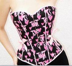 Bustier de raso negro con dibujos de pantera rosa y corazones rosados