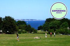 Marselisborg Mindepark er et seværdigt udflugtsmål på grund af haveanlæggene og de kulturhistoriske elementer. Du har mulighed for at gå en tur, få et fredeligt ophold i et af haverummene, opleve blomstrende frodighed, motionere, lege og tage solbad med mere. Anbefalet af #NSFacebookFan #EXNS14 #Mindeparken #SolOverAarhus #SeOgOplev