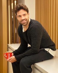 "Konstantinos Argiros on Instagram: ""Κερνάω ζεστό καφεδάκι, που μόλις έφτιαξα 😉☕️ __________ #Argiros #Nescafé #MadeByMe #Στιγμιαίοσκαφές #Spon"""