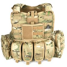 TAG Plate carrier and pouches. Very standard set-up. Tactical Vest, Tactical Knives, Military Gear, Military Equipment, Plate Carrier Vest, Molle Gear, Battle Belt, Army Gears, Camouflage
