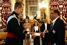 Foro Hispanico de Opiniones sobre la Realeza: El rey Felipe recibió las cartas credenciales de embajadores