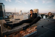 This picture shows a masculin male model posing on a rooftop during golden hour. The shots have been taken with creative framing and artistic composition in mind amd make the perfect inspiration for portraits. #malemodel #posing #goldenhour #sunset Interior Photography, Film Photography, Lifestyle Photography, Travel Photography, Outdoor Portraits, Creative Portraits, Amazing Destinations, Golden Hour, Picture Show