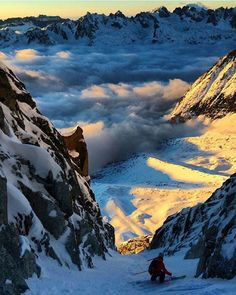 Dropping into another world... #findingwinter #abovetheclouds Photo: Vivian Bruchez