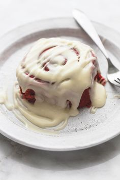 Red Velvet Cinnamon Rolls with Brown Butter Cream Cheese Frosting | lecremedelacrumb.com