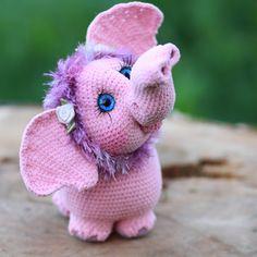 Теперь и у меня есть розовый слонёнок-мамонтенок! Мягкое, голубоглазое чудо) Связан из нубука, ростик без хобота 12 см,по мк @ermakelena #weamiguru #амигуруми #розовыйслоненок