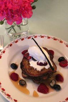 Tässä reseptissä kotimainen kaura, marjat ja vaahterasiirappi kohtaavat toisensa. Pudding, Desserts, Food, Tailgate Desserts, Deserts, Essen, Puddings, Dessert, Yemek