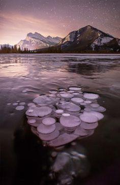 ALLPE Medio Ambiente Blog Medioambiente.org : La belleza de las burbujas de metano congeladas de los lagos del Parque Nacional Banff