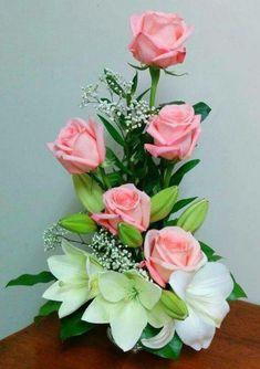 Roses so beautiful Basket Flower Arrangements, Tropical Flower Arrangements, Modern Floral Arrangements, Creative Flower Arrangements, Flower Arrangement Designs, Funeral Flower Arrangements, Ikebana Flower Arrangement, Rose Arrangements, Beautiful Flower Arrangements
