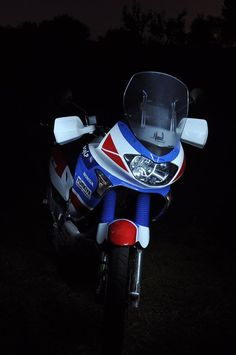 Gs500, Honda Africa Twin, Cafe Racer Honda, Honda Motors, Mopeds, Ducati, Cars And Motorcycles, Tattoos For Guys, Bike