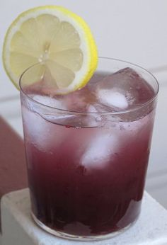 Grape Crush ~ It's like drinking a spiked grape soda minus the artificial flavors, high-fructose corn syrup and food coloring. Cocktail Drinks, Fun Drinks, Yummy Drinks, Alcoholic Drinks, Grape Vodka Recipes, Endive Recipes, Beverages, Summer Cocktails, Slushies