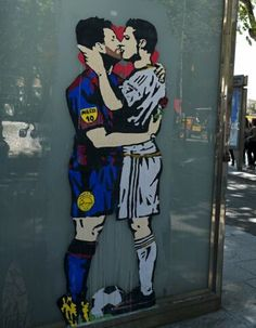 Ronaldo and Messi kiss before El Clasico match. Real Madrid Football, Football Team, Jim Lambie, Graffiti, Soccer Art, Soccer Memes, Sir Alex Ferguson, Sports Channel, Soccer World