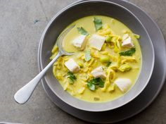 Curry Chicken and Cabbage Soup with Coconut Milk | This Asian-inspired curry chicken soup recipe is ready in just 35 minutes, making it perfect for a weeknight meal-in-one.