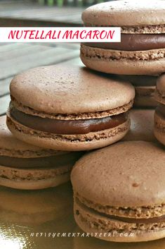 Macaron Nutella, Chocolate Macaroons, Macaron Cookies, Cake Cookies, Macarons, Tasty, Yummy Food, Delicious Recipes, Gastronomia