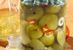 Cum sa pui corect gogonele la murat? Canning Pickles, Romanian Food, Hungarian Recipes, Fermented Foods, Canning Recipes, Preserves, Vegan Recipes, Food And Drink, Veggies