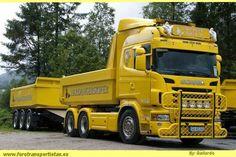 . Logging Equipment, Heavy Construction Equipment, Truck Paint, Show Trucks, Dump Trucks, Cool Paintings, Custom Trucks, Rigs, School