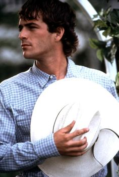 I <3 Luke Perry! Especially in the movie 8 Seconds!!