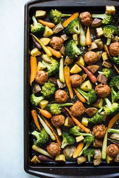 Who doesn't love a dinner that you can make with just 4 ingredients? I'm pairing chicken meatballs with my favorite roasted potatoes, broccoli and carrots. Minimal prep required! #chicken #meatball #roasted #veggie #sheetpan Easy Weeknight Meals, Easy Meals, Frugal Meals, Inexpensive Meals, Freezer Meals, Budget Meals, Easy Budget, Budget Recipes, Budget Cooking