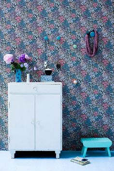 wallpaper some decorations and DONE! #homedecor #wallpaper #idea