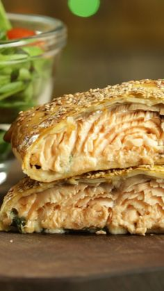 Salmón en Hojaldre With a delicious sauce of spinach cream, special for your Christmas dinner. Easy Appetizer Recipes, Fish Recipes, Vegetable Recipes, Salmon In Puff Pastry, Cinnamon Health Benefits, Yummy Food, Tasty, Cooking Recipes, Healthy Recipes