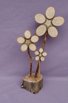 what amazing decorations we can make from wooden disks diy ideas - Wood Design what amazing decorations we can make from wooden slices diy ideas Wooden Projects, Wooden Crafts, Diy And Crafts, Wood Slice Crafts, Wooden Flowers, Winter Flowers, Wood Creations, Driftwood Art, Nature Crafts