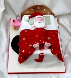 Christmas Cake Decoration Ideas Christmas cake decorating ideas and designs: Christmas cake is a type of fruit cake served during Christmas time in many countries. Here are some Christmas decoration Christmas Goodies, Christmas Treats, Christmas Baking, Christmas Time, Father Christmas, Christmas Cakes, Santa Christmas, Funny Christmas, Xmas Cakes