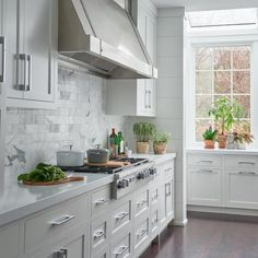 White shaker cabinetry brings a special kind of harmony, balance, and consistency to the kitchen space. They present the choice for all of those who admire the contemporary kitchen look. Nothing says 'modern' more than clean lines, geometric shapes, patterns, and minimalistic design of white Shaker-style cabinets.  📷 by Jane Beiles Photography  #whiteshaker #whiteshakercabinets #whiteshakerkitchen #kitchendesign #kitchenremodel #whiteshakerkitchen #interiordesign #kitchencabinets