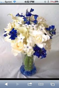 Navy blue ad champagne colors bouquet!! Perfect!!
