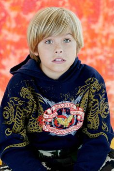 Turning Back The Pages Dylan Sprouse, Sprouse Bros, Teen Boy Hairstyles, Funky Hairstyles, Formal Hairstyles, Young Cute Boys, Cute Kids, Teen Jungs Outfits, Zack E Cody