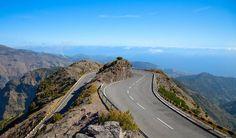 Ylös kukkuloille maisemia ihastelemaan pääsee kätevästi myös pyörällä ja autolla. #Madeira #Aurinkomatkat