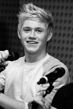 Niall Horan in the 103.5 KISS FM's Coca-Cola Lounge...... MY FAVORITE... ONE DIRECTION = BEST THING EVER