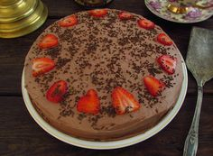 Chocolate cake with strawberries | Food From Portugal. A delicious cake with excellent presentation made with sugar, flour, chocolate powder, liquid caramel and eggs, filled with chocolate cream and strawberries.  http://www.foodfromportugal.com/recipe/chocolate-cake-strawberries/