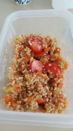 """Je vous partage aujourd'hui ma lunch box de cette semaine : salade de quinoa aux légumes croquants réalisée au thermomix. La recette de base est issue du livre """"végétales et gourmandes"""" Ingrédients pour 4 personnes : oignon 1 quinoa 50g tomates cerises..."""