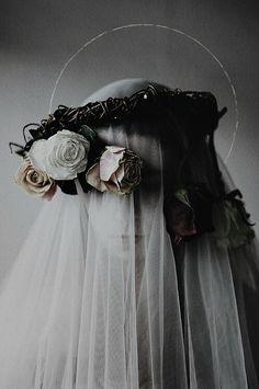 hiding in bloom - Inspiration wedding veil photography Art Photography, Fashion Photography, Photography Flowers, Macabre Photography, Ethereal Photography, Photography Lighting, Contemporary Photography, Vintage Photography, Landscape Photography