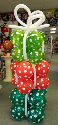 Christmas Balloon Presents Column Christmas Dance, Christmas Balloons, Grinch Christmas, Christmas Party Decorations, Holiday Crafts, Christmas Time, Christmas Presents, Balloon Arch, Balloon Garland