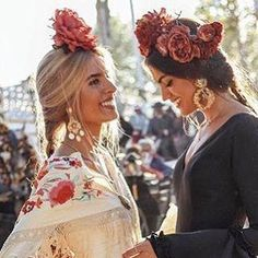 Spanish style – Mediterranean Home Decor Spanish Fashion, Spanish Style, Spanish Dress Flamenco, Flamenco Dresses, Vintage Summer Outfits, Spanish Queen, Boho Wedding Makeup, Look Fashion, Girl Fashion