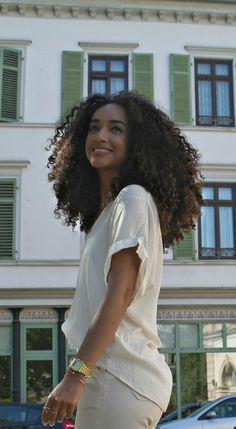 Hair Supply: Virgin Hair Bundles / Lace CLosure and Frontal / Lace Wig. Jingles Hair Supply: Virgin Hair Bundles / Lace CLosure and Frontal / Lace Wig.Jingles Hair Supply: Virgin Hair Bundles / Lace CLosure and Frontal / Lace Wig. Short Curly Haircuts, Curly Hair Cuts, Wavy Hair, Curly Hair Styles, Natural Hair Styles, Cheap Human Hair, Remy Human Hair, Pelo Natural, Long Natural Curls