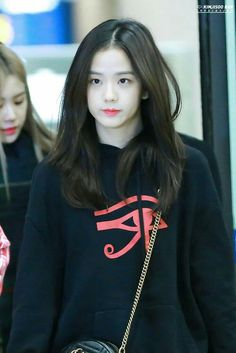 Blackpink Jisoo, Yg Entertainment, Forever Young, South Korean Girls, Korean Girl Groups, Black Pink ジス, Jenny Kim, Blackpink Members, Blackpink Photos