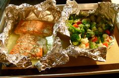 oven steamed salmon and veggie foil packets in 30 minutes