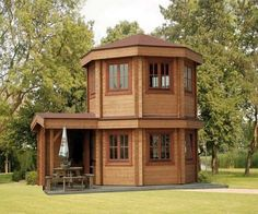 Pavilion Tiny House a prefabricated log cabin with a dome shape. It also has an enclosed entryway. (If I was to live in a Tiny House, this one would be pretty cool. Tiny House Cabin, Tiny House Living, Tiny House Plans, Tiny House Design, Small Living, Round House Plans, Casa Loft, Cabins And Cottages, Log Cabins