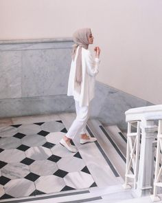 Discover recipes, home ideas, style inspiration and other ideas to try. Modern Hijab Fashion, Street Hijab Fashion, Hijab Fashion Inspiration, Muslim Fashion, Modest Fashion, Fashion Outfits, Casual Hijab Outfit, Hijab Chic, Hijab Dress