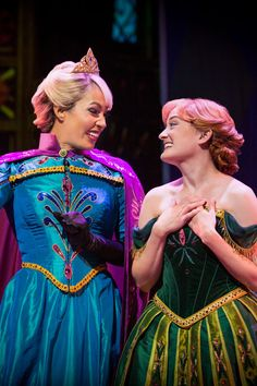 Disney California Adventure is now home to Frozen - Live at the Hyperion, and the gorgeous costumes are worth melting for! Disney Parks, Disney Pixar, Walt Disney, Funny Disney, Disney Characters, Disney Princesses, Disney Frozen, Disney Style, Disney Love