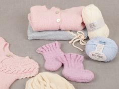 Choose the right thread - DROPS Lessons / thread alternatives - Little miss ribbons mittens / DROPS baby – free knitting patterns by DROPS design - Baby Knitting Patterns, Baby Cardigan Knitting Pattern, Free Knitting, Crochet Patterns, Crochet Baby Sweaters, Free Baby Blanket Patterns, Crochet Baby Booties, Crochet Designs, Drops Design