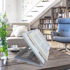 Soporte de libros, en 3 posiciones en madera de pino , lacado en blanco. Desk, Furniture, Home Decor, Pine, White People, Wood, Books, Accessories, Writing Table