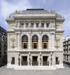 Opera comique, Paris - this is where the gypsies almost had us. Neoclassical Architecture, Baroque Architecture, Paris France, Architecture Parisienne, Fachada Colonial, Architecture Cool, Classic Building, Belle Villa, Paris City