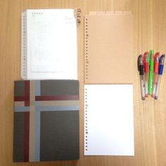 づんさんが家計簿に使っているのは、【無印良品】のA5サイズのバインダー。このバインダーに、方眼ルーズリーフ・インデックス・クリアポケットを挟んでいるそうです。そして、ボールペンは【ユニボール シグノ】の0.28mmと0.38mmを愛用。太さや色を変えて書き分けています。 Office Supplies, Notebook, Girly, Bullet Journal, Notes, Instagram Posts, Blog, Women's, Report Cards