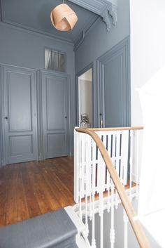 31 Ideas blue vintage door entrance for 2019 Old House Decorating, Hallway Decorating, Room Interior, Interior Design Living Room, Before After Home, Flur Design, Hallway Designs, Mid Century House, Blue Walls